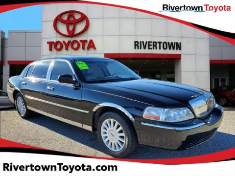 Pre-Owned 2005 Lincoln Town Car Signature L
